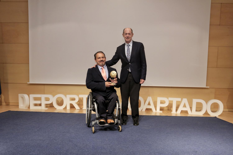 José Antonio de Castro, representante del BSR Valladolid, junto Luis Minguela. / ALBERTO MINGUEZA-FEDEACYL
