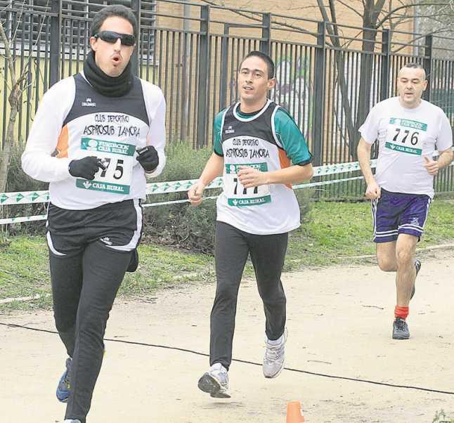 Los zamoranos lideran la carrera en una edición anterior. / FEDEACYL
