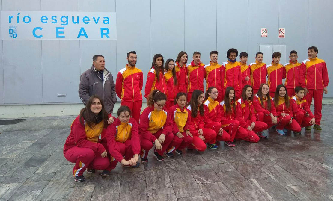 La selección de Castilla y León de atletismo sub 16, sub 18 y adaptada . FEDEACYL