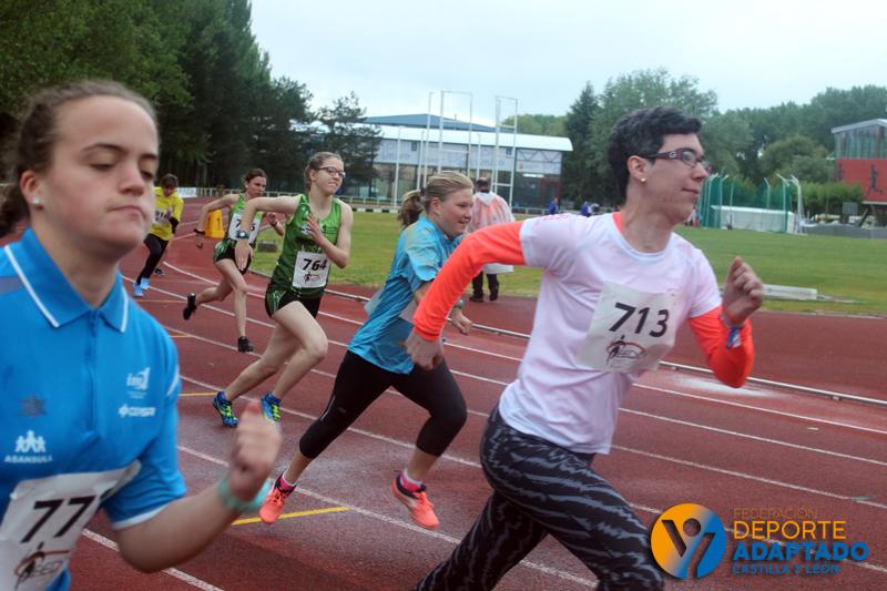 El saltador Fernando Batista,en el Campeonato de Atletismo para Personas con Discapacidad Intelectual en Burgos. / FEDEACYL