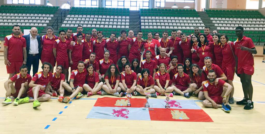 Equipo femenino de baloncesto, campeón de España. / FEDEACYL