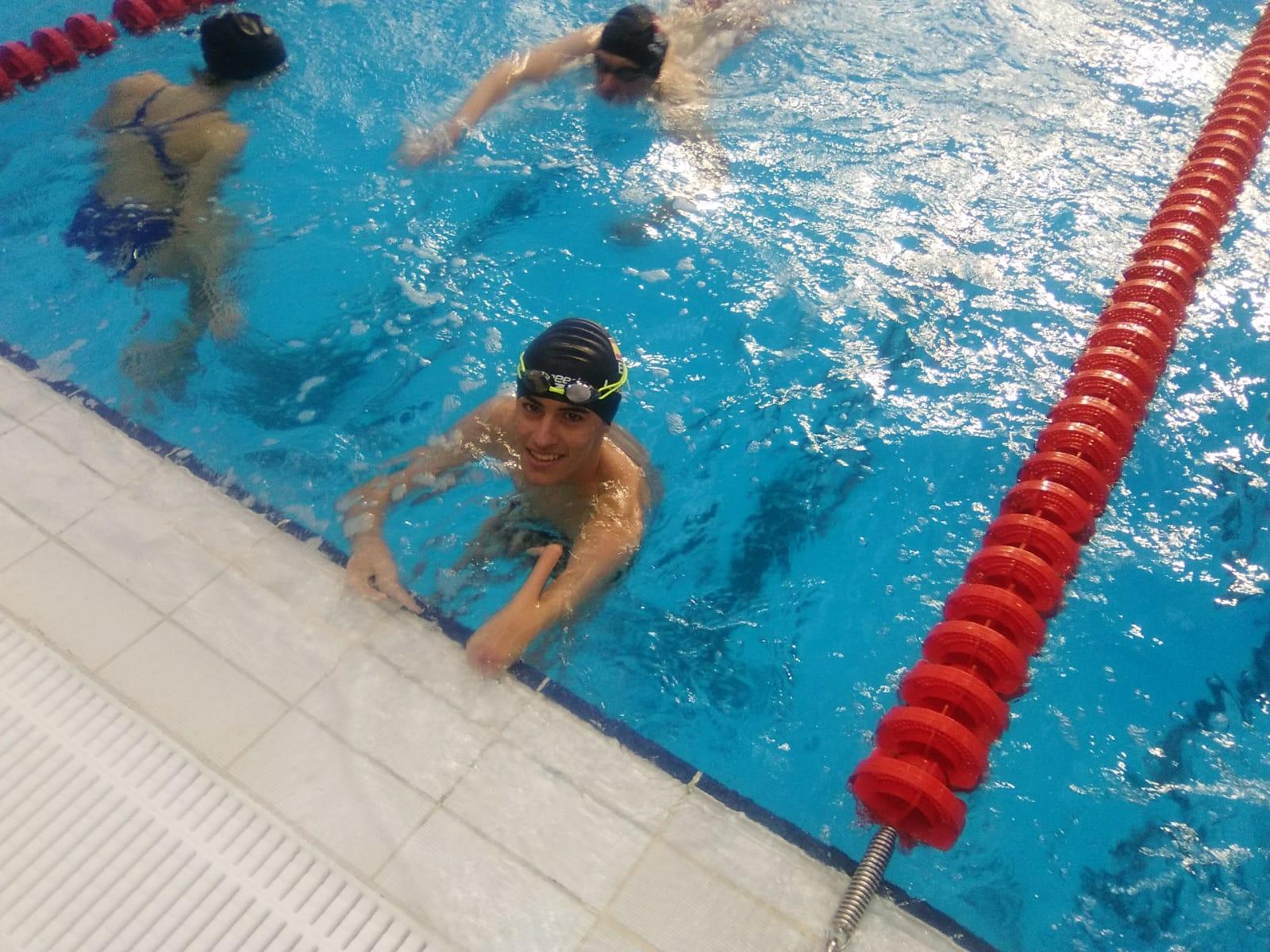 Luis Huerta, en la piscina de Dublín. / FEDEACYL