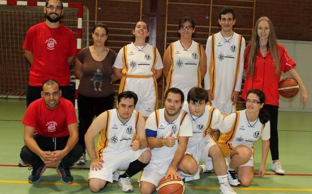 Combinado de baloncesto mixto de Asprona Valladolid. / FEDEACYL