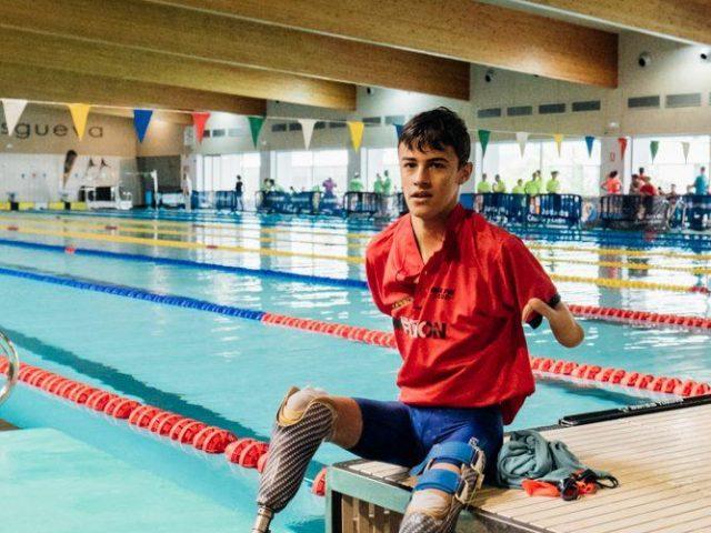 Luis Huerta nada hacia el Mundial