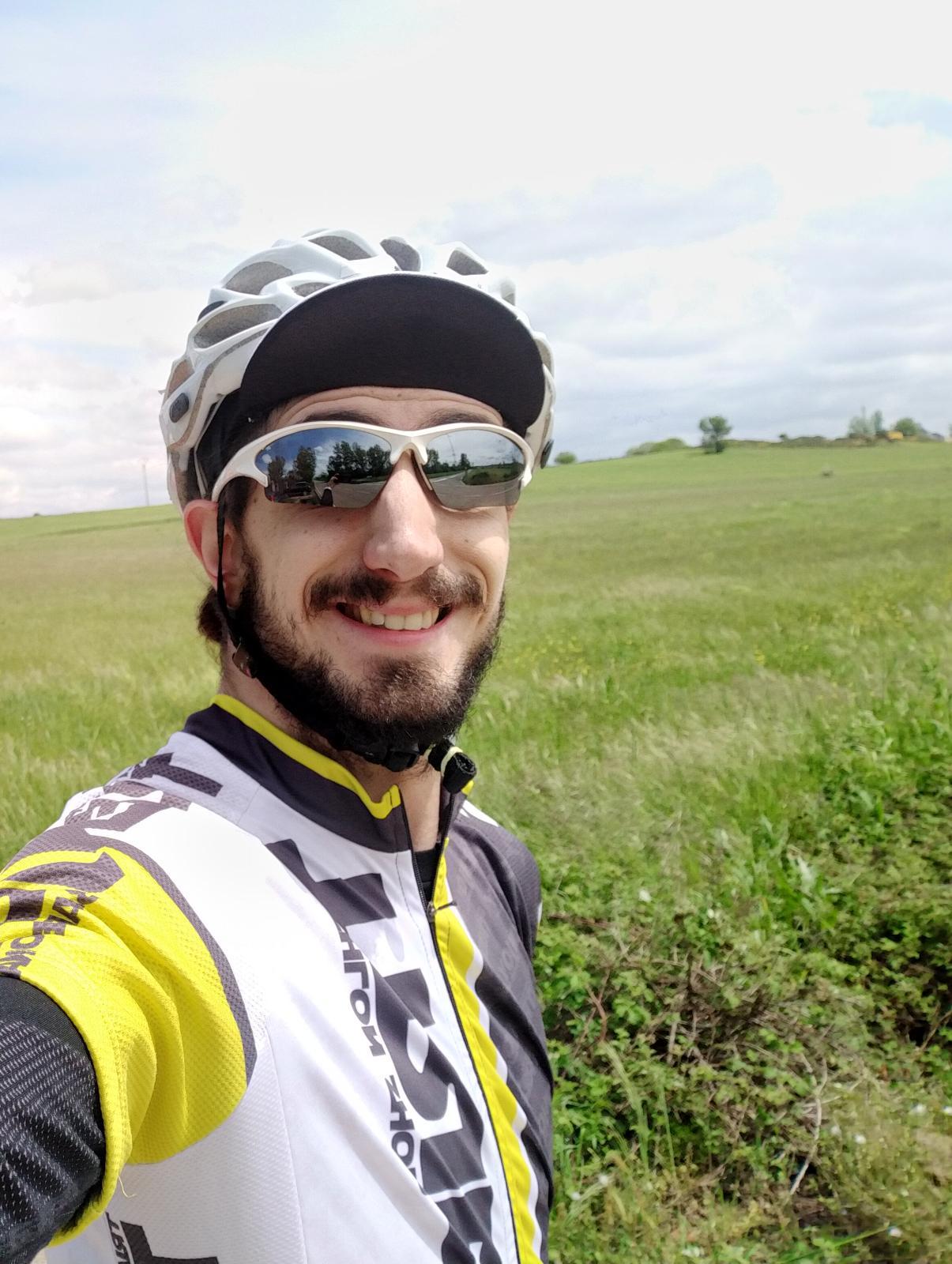 Daniel Pérez, durante un entrenamiento con bicicleta esta semana. FEDEACYL