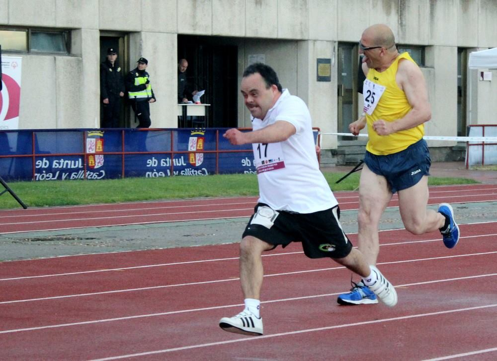 El atleta internacional sordo, Javier Soto. FEDEACYL