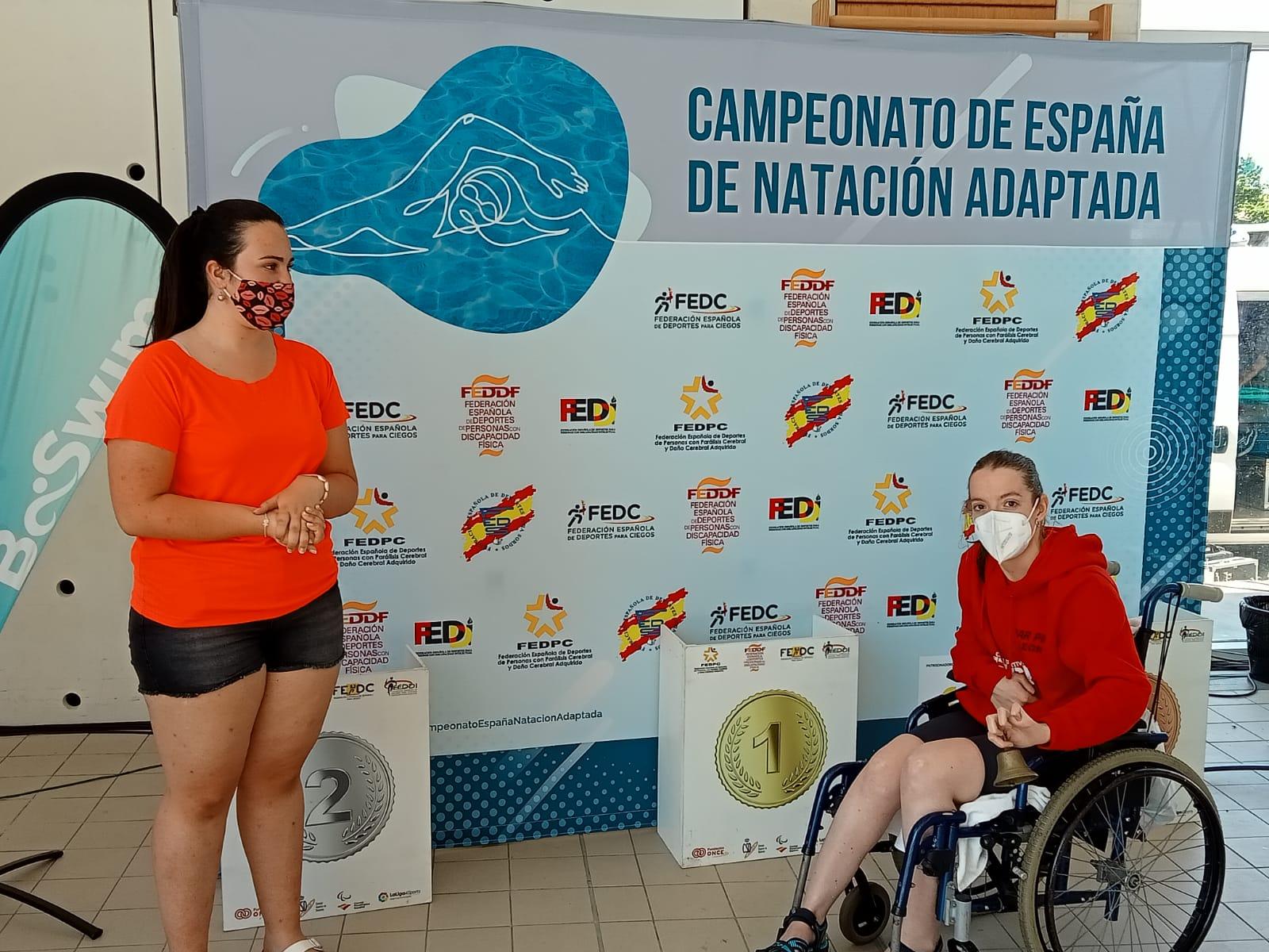 Marta Fernández, junto a Nuria Marqués, Sarai Gascón e Isabel Yingua, ganadoras del oro en el 4x100 estilos. IPC