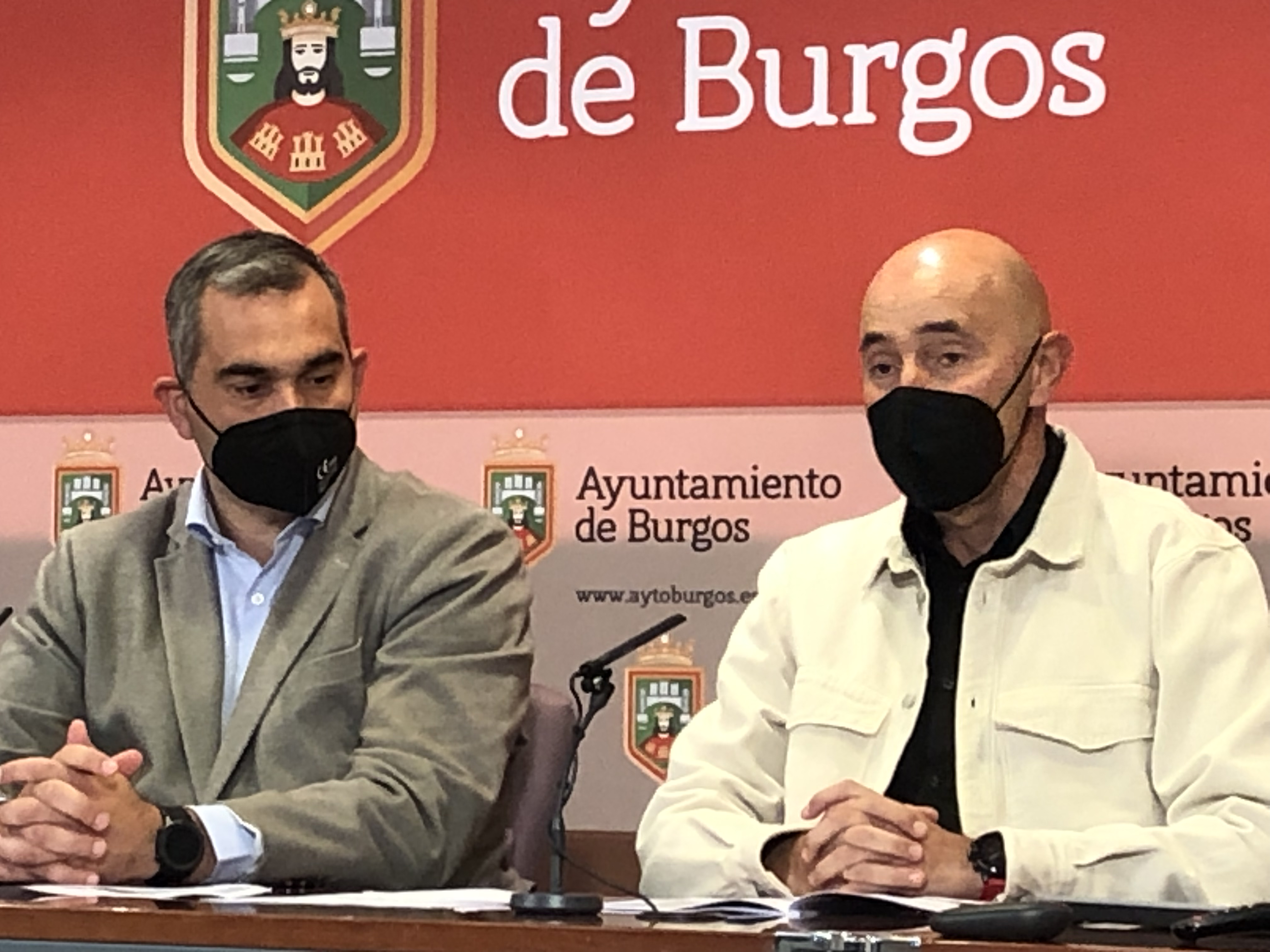 El presidente de Fedeacyl, Federico Martínez; y el concejal de Deportes del Ayuntamiento de Burgos, Levi Moreno. FEDEACYL